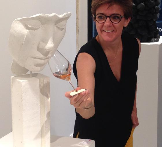 Private wine and contemporary art tour in Paris