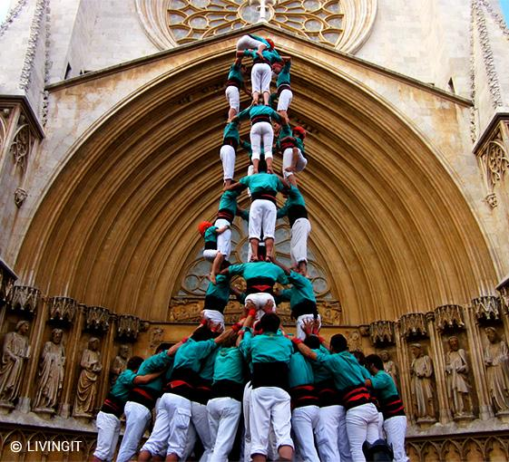 Private tapas and human tower tour in Barcelona