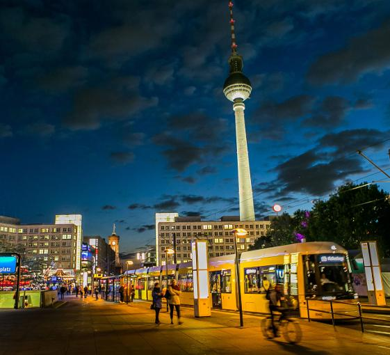 Private walking photography tour in Berlin