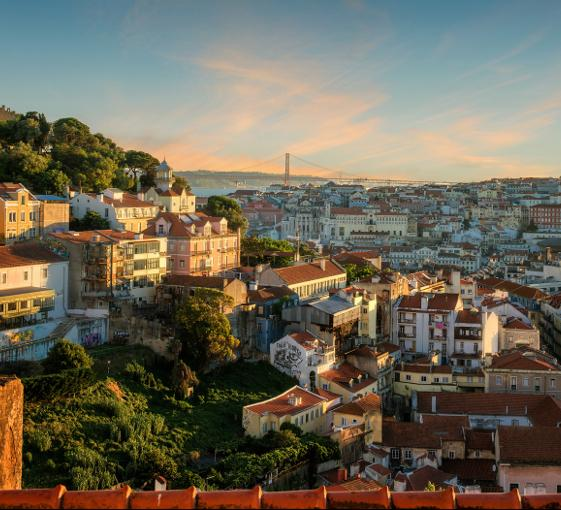 Private gastronomic and history highlights tour in Lisbon