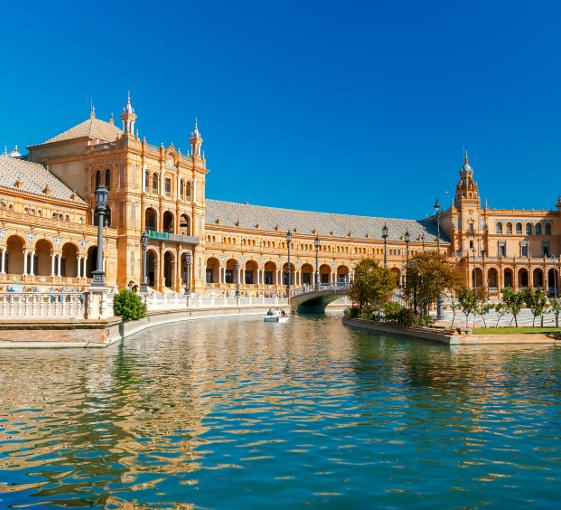 Private walking sightseeing tour in Seville