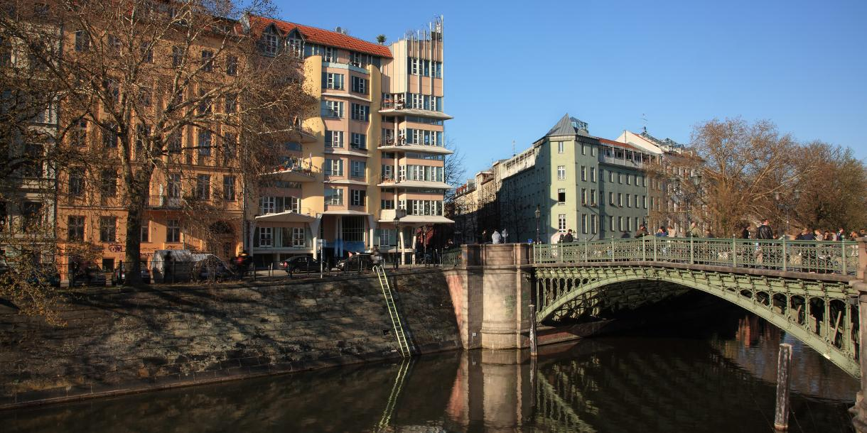 Private culture, history and lifestyle tour in Berlin