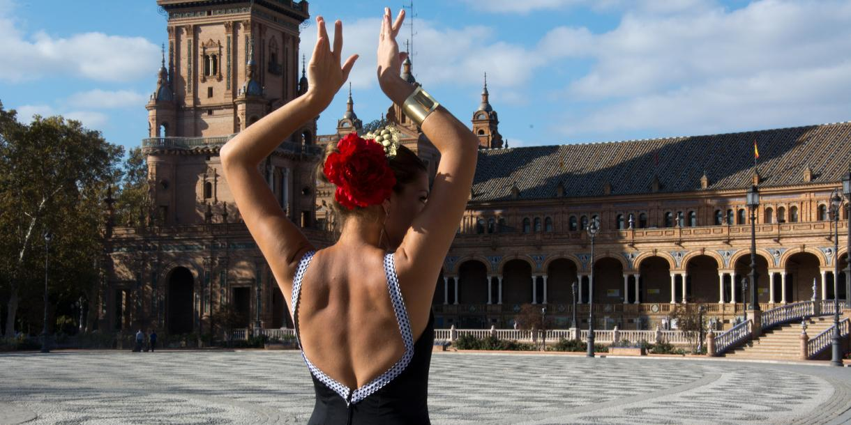 Private unique flamenco musical tour with a dinner in Seville