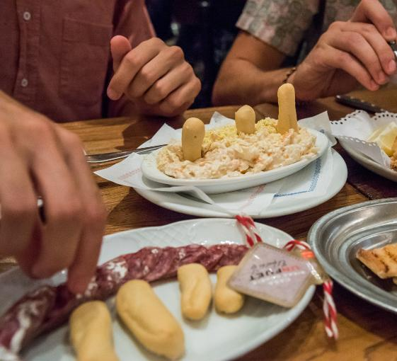Private tour of the old city and Catalan cuisine tasting in Barcelona
