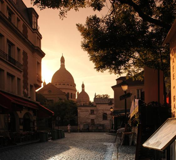 Private panoramic tour in Montmartre and frensh wine tasting in Paris