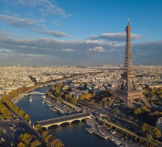 Private half day highlights tour by car in Paris