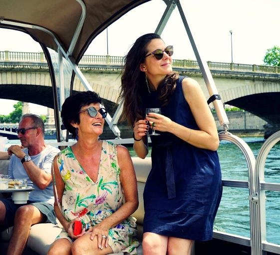 Private boat tour for big groups from the Musée d'Orsay or Pont des Arts in Paris