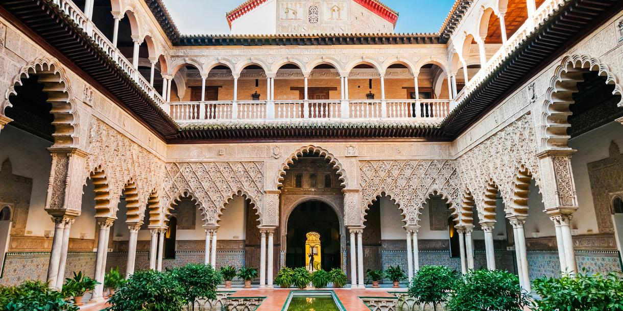 Private walking tour to discover the 3 most known monuments in Seville