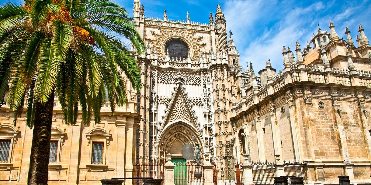 Private walking tour with tapas tasting in Seville