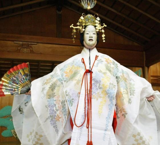 Private Noh tour in a traditional theatre in center of Tokyo